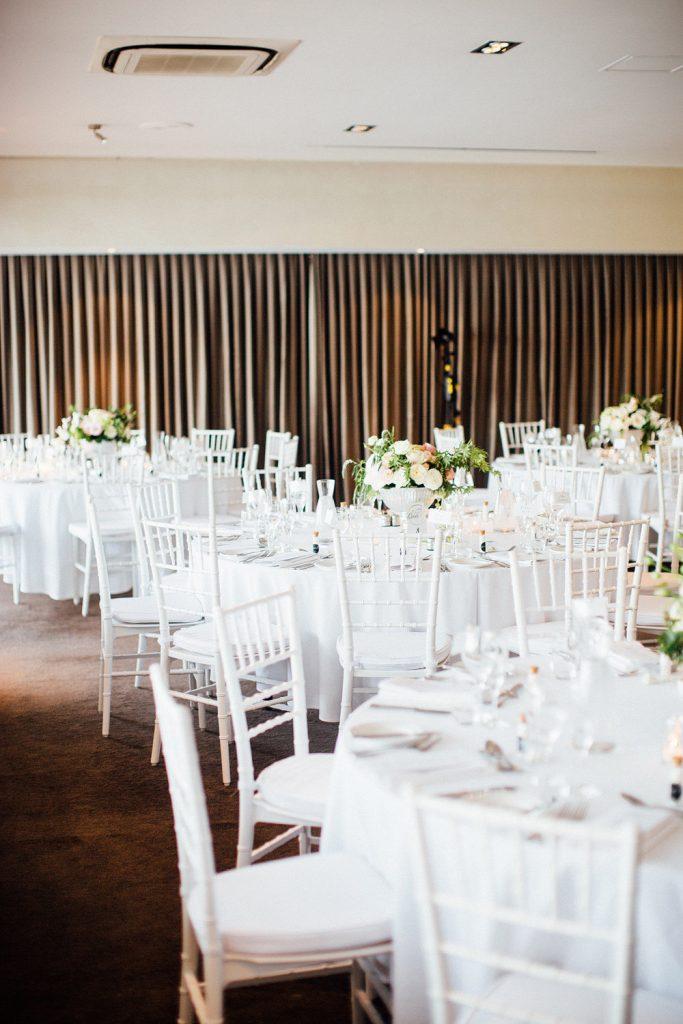nhà hàng tiệc cưới với ghế Tiffany